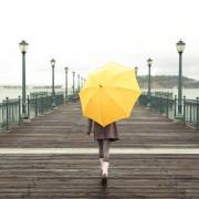 女友達の誕生日プレゼントに、傘はいかが?雨の日も気分が晴れる素敵な贈り物
