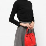 20代の女性のお誕生日には、トレンドのミニショルダーバッグを贈ろう!