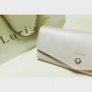 出会いの季節に期待を寄せて。自分へのご褒美に、春カラーのお財布はいかが?