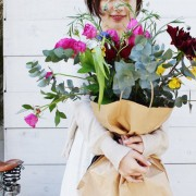 素敵なお花屋さんで、母の日に「ありがとう」が伝わるフラワーアレンジメントを
