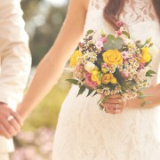 遠方の友達に結婚祝いを贈るなら。すぐに贈れる素敵ギフトを選んで祝福しよう。