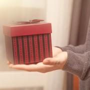 サプライズボックスを彼にプレゼント!誕生日や記念日に愛を贈る、素敵アイデアとは