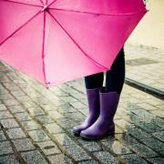 彼女の誕生日には傘のプレゼントを贈ろう。憂鬱な雨の日もハッピーに!