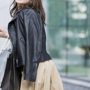 スタイリッシュな黒を選ぶ。プレゼントにおすすめ、大人女子へのファッションギフト