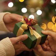 クリスマスに贈りたいプチギフト特集。友達や仲間に贈る、気軽なプレゼントとは?