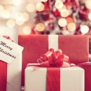 クリスマスプレゼントに人気!オトナ女子を驚かせるファッションギフト特集