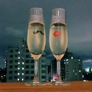 これからも続く2人のストーリーに乾杯、お酒を美味しくするカップルグラスを贈ろう