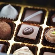 会社の人にもバレンタインを!職場で喜ばれる、気の利いた義理チョコの選び方