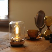 灯りと香りに癒やされて。ノスタルジックなアロマランプのプレゼント