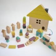こどもの成長のために。遊んで学べる、つみきのおもちゃをプレゼントしよう。