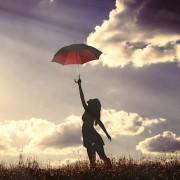 心が晴れる傘のプレゼント。女性たちを虜にするアイテムセレクトは?