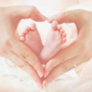 赤ちゃんに会いに、お友達の家へ。手土産と出産祝いを兼ねたおすすめギフト
