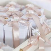 引き出物で贈りたい、食べ物ギフト特集。お祝いして下さる方へ、感謝の気持ちを。