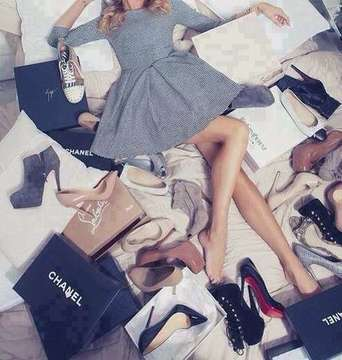 http://weheartit.com/entry/144112606/search?context_type=search&context_user=miiamariannen&page=7&query=shopping+woman&sort=most_popular