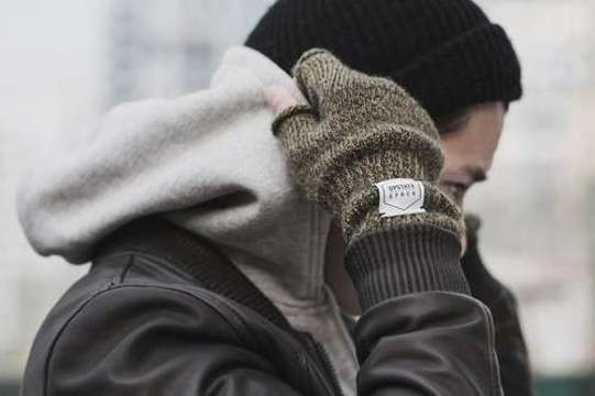 http://weheartit.com/entry/123525890/search?context_type=search&context_user=Aneta4J&query=gloves+men&sort=most_popular