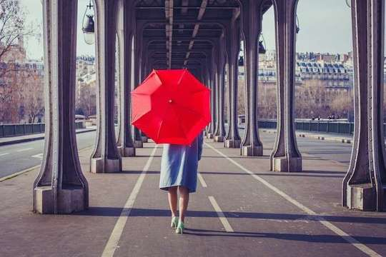 https://stock.adobe.com/jp/stock-photo/fashion-woman-with-red-umbrella-walking-on-the-street-in-paris/107482102