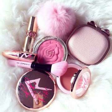 http://weheartit.com/entry/214625747/search?context_type=search&context_user=Norlena&query=pink++make